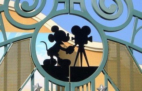 ディズニーランドで映える写真を撮ってもらう方法を徹底解説