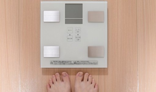 朝と夜で体重が違う?!正しい方のはどっち?差が出る原因も解説