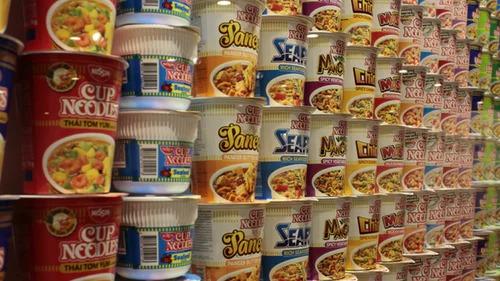 カップラーメンの食べ過ぎで太る?毎日食べることの危険性も解説