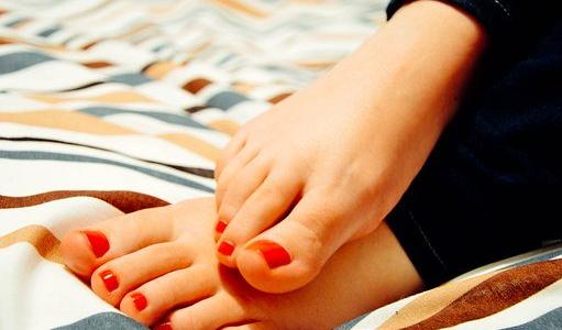 足の爪が割れたときの処置の方法は?応急手当に使える便利アイテム6選